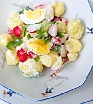 Jarní bramborový salát s jogurtem - rohlik.cz